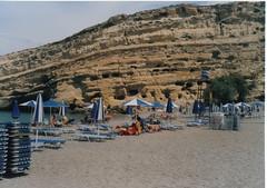 Vista de playa y cuevas de Matala, Creta, Grecia. View of the beach and caves at Matala, Crete, Greece - www.meEncantaViajar.com