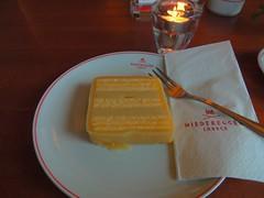 Marzipanschnitte im Arkaden Cafe (Sophia-Fatima) Tags: niedereggerlübeck arkadencafe breitestrase89 lübeck schleswigholstein deutschland marzipanschnitte