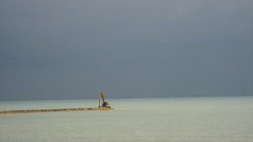 Where the BTC Pipeline lands into Sangachal, Azerbaijan / BTCパイプラインの上陸するところ(アゼルバイジャン、サンガチャル町)