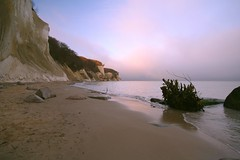 evening at the chalk cliff (gari.baldi) Tags: blue sunset red sky beach strand germany evening sand 2006 balticsea rgen garibaldi ostsee paperwall kreidefelsen sassnitz chalkcliff jasmund instantfave