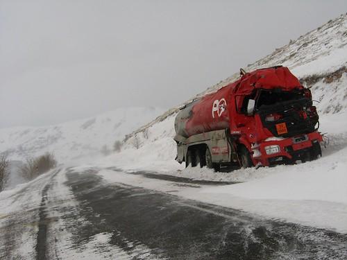 Petrol tanker came to sticky end on Ilgatargi Pass, Turkey