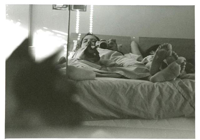 Autorretrato en pareja con gato