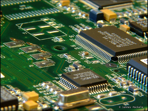 the silicon chip of the semiconductor and the many advantages of the silicon