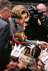 CEGO (Simon Horsten) Tags: drieduizend kinderen mathilde cameraman veto cego prinsfilip prinses schapenstraat simonhorsten fotovoorveto prinselijkbezoek centrumvoorervaringsgerichtonderwijs ecego