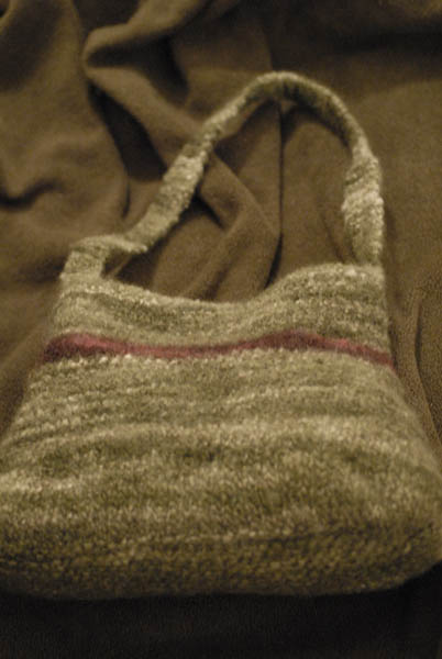 felted_bag_olive_ip2