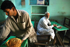 Life: Breakfast at Dhoro Naro (Ameer Hamza) Tags: pakistan food men green breakfast hotel travels looking eating 600 restuarant 500 roadside serving hamza thar 600views roti naan serve 1000views ameer paratha naro indiandish scoopt flickrsbest dhoro ameerhamza pakistanidish jalalspagspakistan adhia lpgreen lpeating