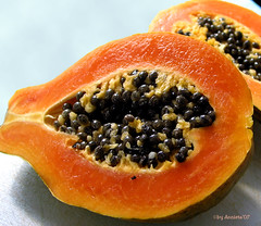 Papaya ( Annieta  Off / On) Tags: mars espaa orange plant color colour green nature fruit canon march interestingness spain groen papaya scout powershot marz explore g2 couleur allrightsreserved spanje 2007 maart ilovephotography kleur costablanca april03 lamarina vrucht interestingness301 i500 annieta theworldthroughmyeyes thebiggestgroup kakadoo bochoven vanbochoven dontusethisphotowithoutpermission usingthisphotowithoutpermissionisillegal