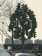 Stop and Go (kchbrown) Tags: london canarywharf trafficlighttree pierrevivant