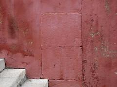 tentar ser simples (*L) Tags: muro geotagged lisboa vermelho ou porta escada parede ud escadas santoamaro emparedada umadestas cega escadinhasdesantoamaro geo:lat=38701889 geo:lon=9181523