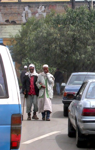 Ciegos entre los coches (Addis Abeba Etiopía)