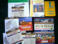 Spannish Lessons! ( Jimmy MacDonald ) Tags: world writing de books saying el estoy translation spanish sueos bbc learning spelling cds language dvds speaking lessons espaol aprender idioma spanishlanguage langenscheidt englishspanish spanishenglish tratando englishspanishenglish sueosworldspanish langenscheidtspocketdictionary