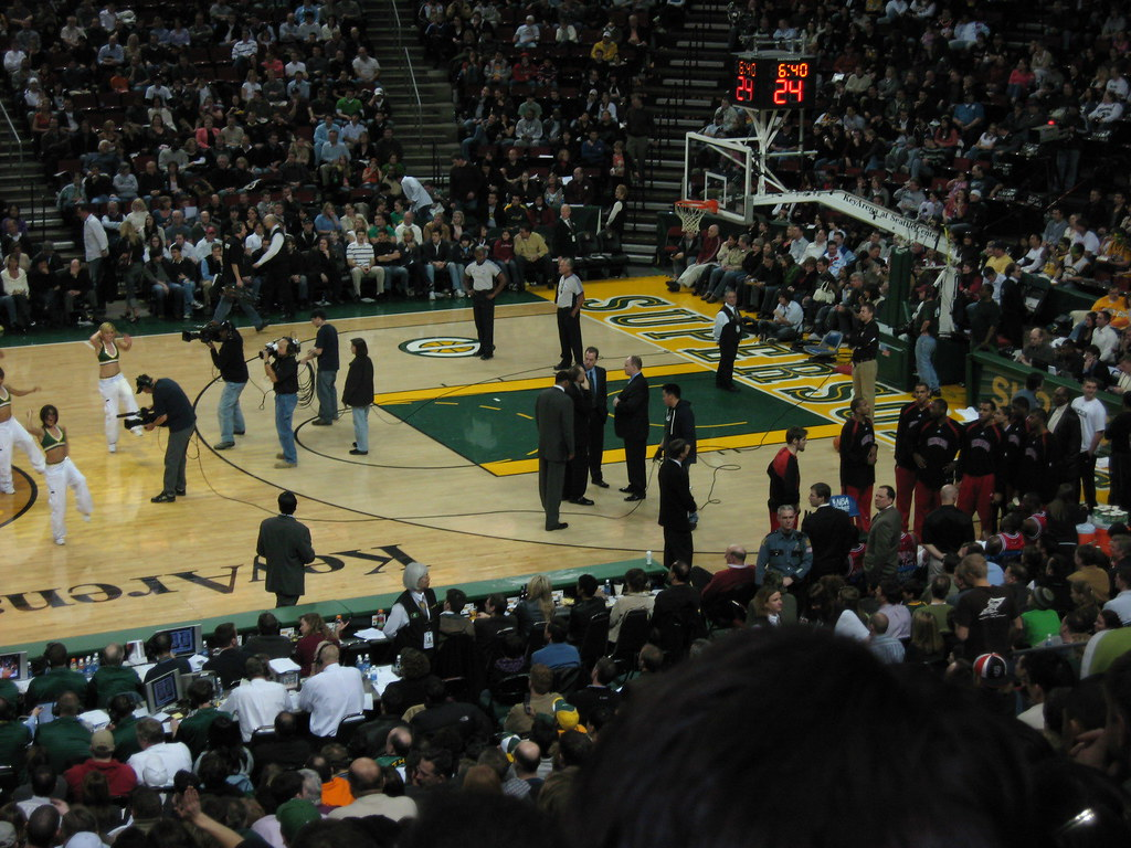Bulls Caught Looking At The Sonics Dance Team