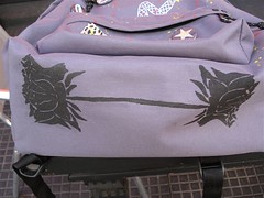 Detalhe da Padded lilás (Utopia* by Mah Facchini) Tags: eastpak customização