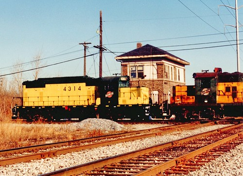 Northbound Chicago & NorthWestern RR freight train passing Argo Tower. (gone) December 1990. by Eddie from Chicago
