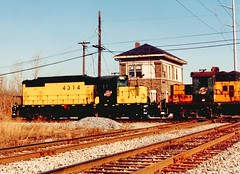 Northbound Chicago & NorthWestern RR freight train passing Argo Tower. (gone) December 1990.