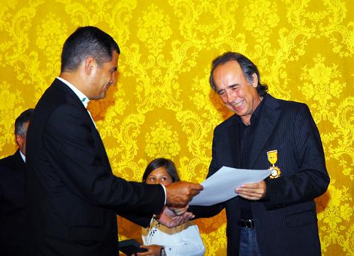 condecoración a Joan Manuel Serrat