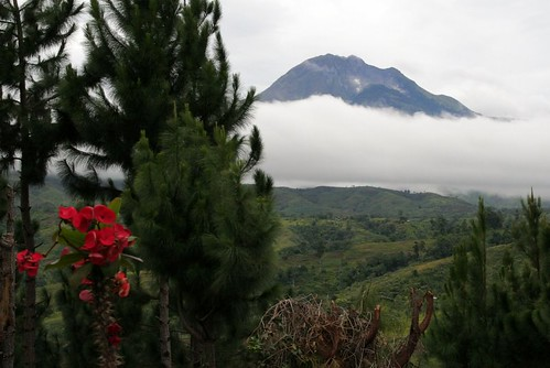 "Mount Apo Davao • <a style=""font-size:0.8em;"" href=""http://www.flickr.com/photos/23067059@N00/418784606/"" target=""_blank"">View on Flickr</a>"