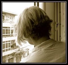 En sepia (Manme) Tags: sepia ventana mam pelo mimadre