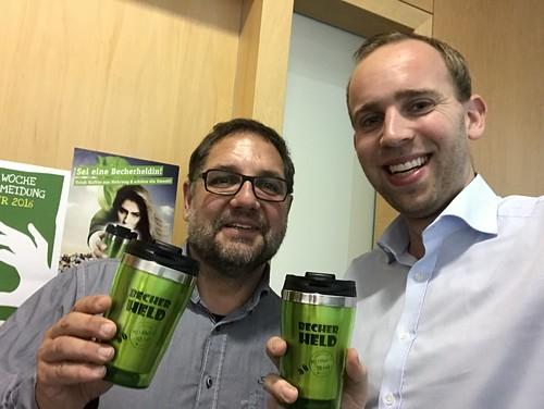 """Aktion """"Becherheld*in"""" mit meinem Kollegen Peter Meiwald MdB - für Nachhaltigkeit!"""