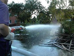 Einsatz 2002: Hochwasser in Laasche: Heizölaustritt - Bild 5 (umweltzug) Tags: boot hochwasser gewässer heizöl Ölbindemittel