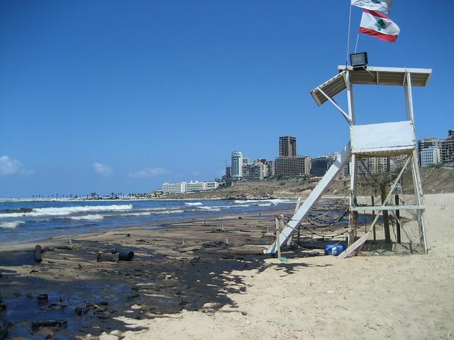 bp oil spill contaminates beach