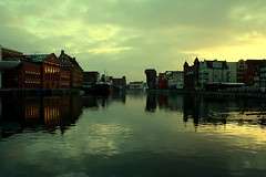 Gdask at dusk (Markus Moning) Tags: cloud reflection water clouds evening abend wasser mood crane dusk wolke wolken poland polska polen dmmerung canoneos350d kran gdansk danzig stimmung reflektion gdask moning abenddmmerung markusmoning newphotographer
