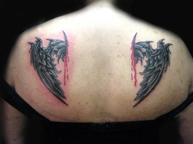 Tatuaje alas.Pupa Tattoo Granada. Pupa Tattoo Art Gallery Calle Molinos, 15