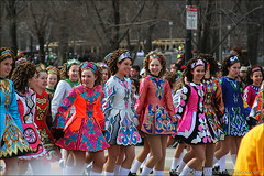 Irish Dancers (Ryan Ward Thompson) Tags: chicago green dancer parade rebelxt 28135mm stpatricksday irishdancing 0307 stpatricksdayparade irishdancer wardthompson