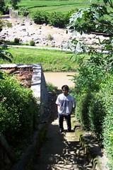 tangga menuju sungai