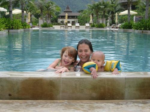 kim_kids_pool_1