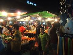 pasar-malam-crowd