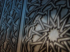 Light irradiates from the Sun (Matilde Gaspar Silva) Tags: door mosque morocco hassanii hassaniimosque matildegasparsilva