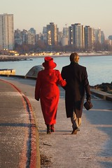 Red and Blue (PAAT) Tags: ocean canada vancouver walking couple britishcolumbia seawall redhat stanleypark 2007