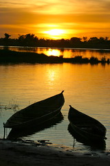 Sunset on the bani 2 (Ferdinand Reus) Tags: africa sunset niger night river boat stream canoe canoes mali djenne fleuve afrique bani  piroque
