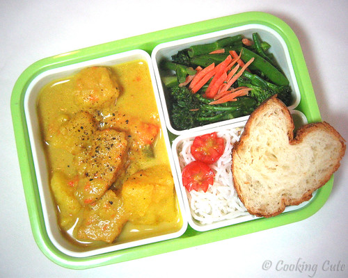 [tight bento box with vegetarian curry, broccolini, rice noodles, and french bread]