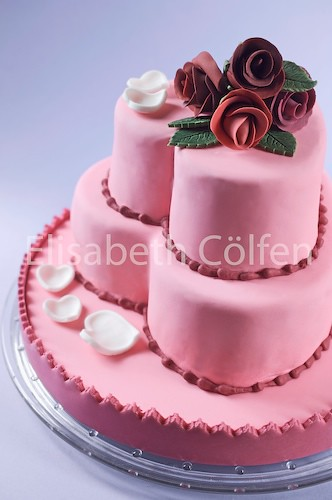 Fondant Wedding / Valentine cake with gumpaste roses