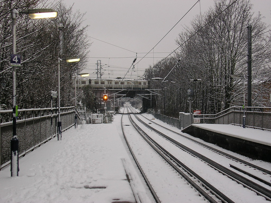 Hackney Central snowbound platform