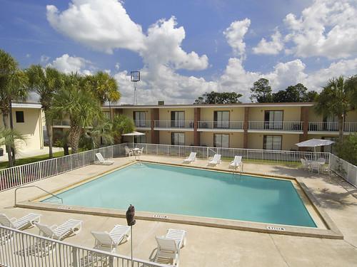 Large Pool, HoJo Lake City Florida