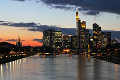 frankfurt is a diva (Sabinche) Tags: sunset skyline river germany interestingness bravo frankfurt hometown quality explore sabinche hesse rivermain magicdonkey outstandingshots abigfave colorphotoaward impressedbeauty interestingness08032007 explore08032007