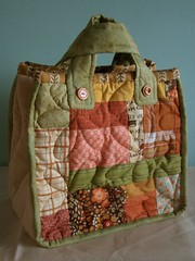 Quilted flower bag - side A par PatchworkPottery