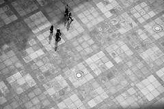 fra st vitus katedralen (Nanaki) Tags: blackwhite shadows prague squares folk praha peolpe stvitus stavelin skygger firkanter ruter sorthvit prahatur stvituskatedralen eirikstavelin
