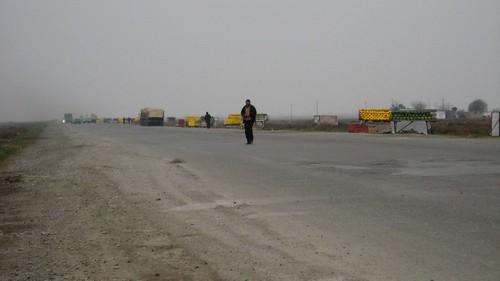 Fruit stalls along the A343 highway, Azerbaijan / アゼルバイジャンの343号線沿いの果物屋台