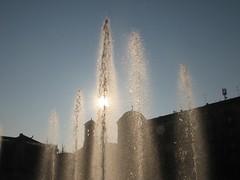 Giuochi d'acqua (Stranju) Tags: torino cielo piazza sole natale turin azzurro canonpowershots3is stranju withcanonican giornatastupenda aiuolabalbo