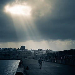 Mote in God's Eye (pfong) Tags: sea sun water harbour greece rays heraklion godbeams iraklion