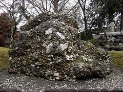 さざれ石 (sazare-ishi)