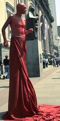 AngelDemoniO (Angel-Demonio) Tags: santiago red men rojo catedral bodylanguage demon estatua hombre plazadearmas demonio angeldemonio pillooooooooo