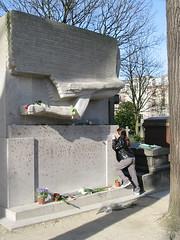 Caroline and Oscar, Oscar Wilde's Gravesite