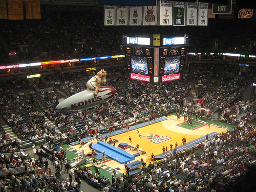 Milwaukee Bucks Homecourt - flickr/compujeramy
