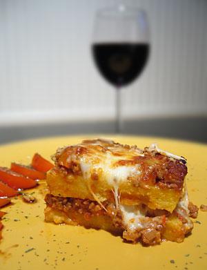 polentagratäng - polenta pasticciata con ragù di carne