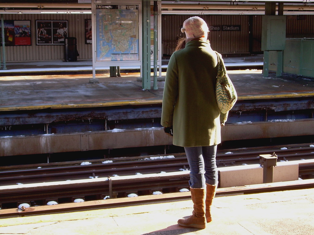 kate waits for the 7 train